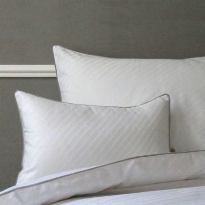 taie d 39 oreiller satin humphrey b blanc ruban gris 65x65 linge de maison. Black Bedroom Furniture Sets. Home Design Ideas