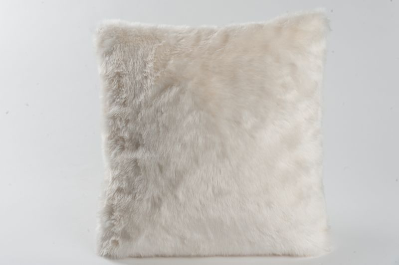 coussin oleg aspect fourrure blanc 45x45 d coration. Black Bedroom Furniture Sets. Home Design Ideas