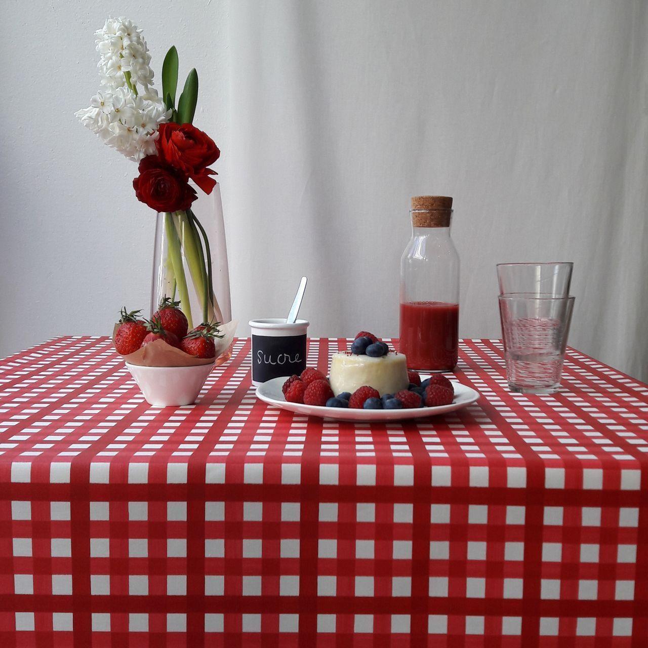 nappe guinguette rouge coton enduit carr e 160x160 fleur de soleil. Black Bedroom Furniture Sets. Home Design Ideas