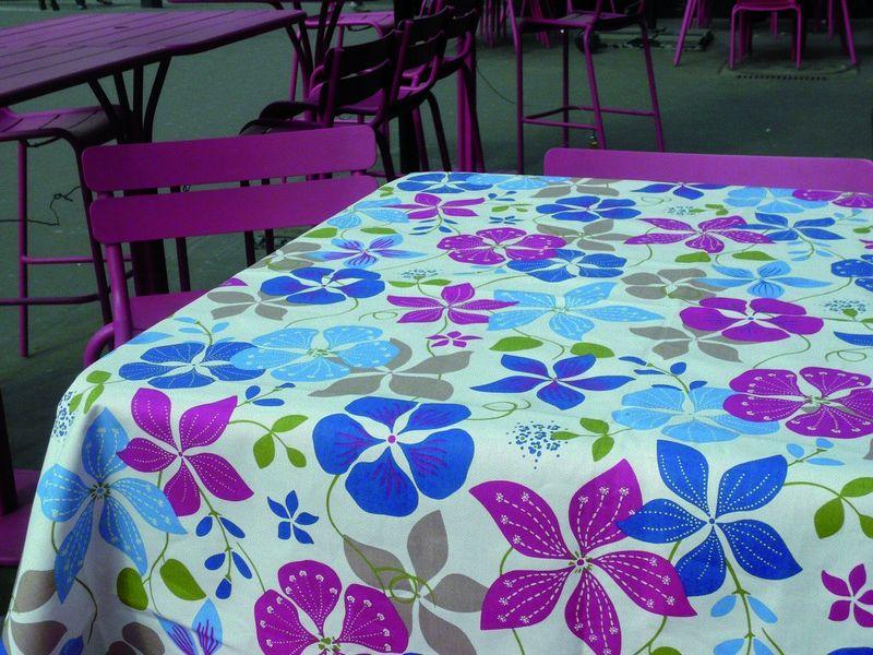 nappe coton enduit capucine bleues roses 120x120 fleur de soleil. Black Bedroom Furniture Sets. Home Design Ideas
