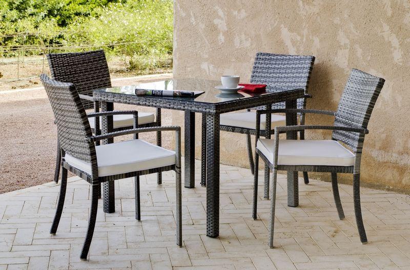 Ensemble résine tressée Rimini 1 table + 4 fauteuils coussins écru