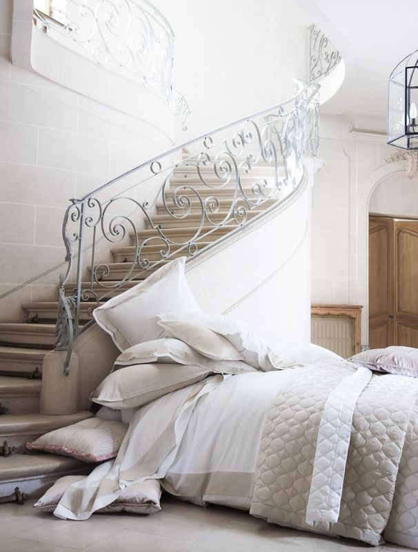 taie d 39 oreiller gabrielle hermine biscuit 50x75 linge de maison. Black Bedroom Furniture Sets. Home Design Ideas