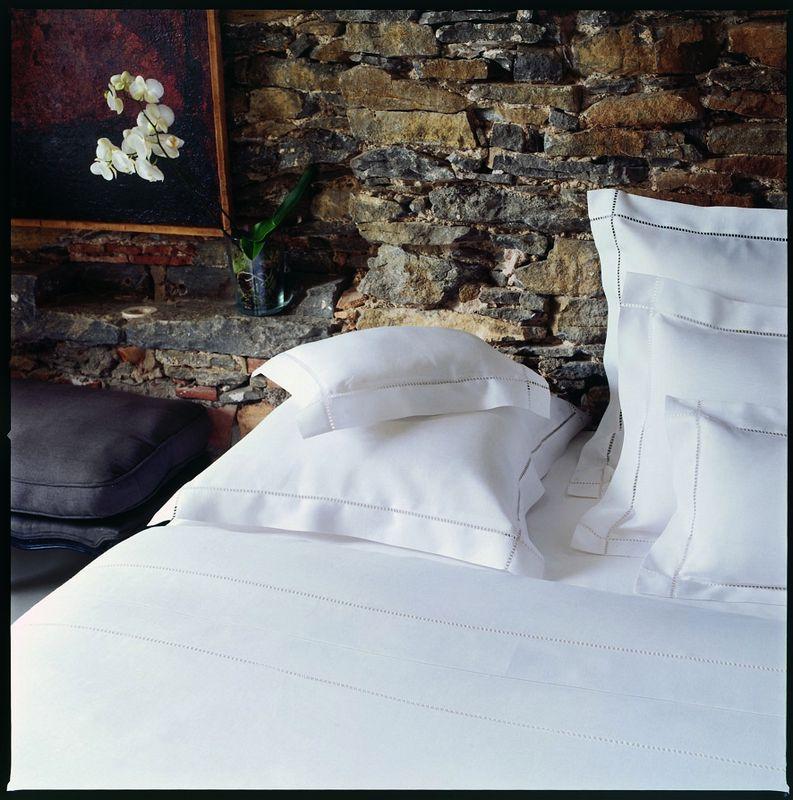 taie d 39 oreiller r gence blanc 50x75 linge de maison. Black Bedroom Furniture Sets. Home Design Ideas