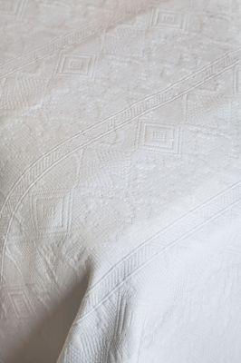 Dessus de lit bigorre blanc motifs ethniques piqu de coton 230x250 linge de maison - Dessus de lit pique de coton ...