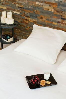 dessus de lit p rigord blanc quadrill piqu de coton 270x250 linge de maison. Black Bedroom Furniture Sets. Home Design Ideas
