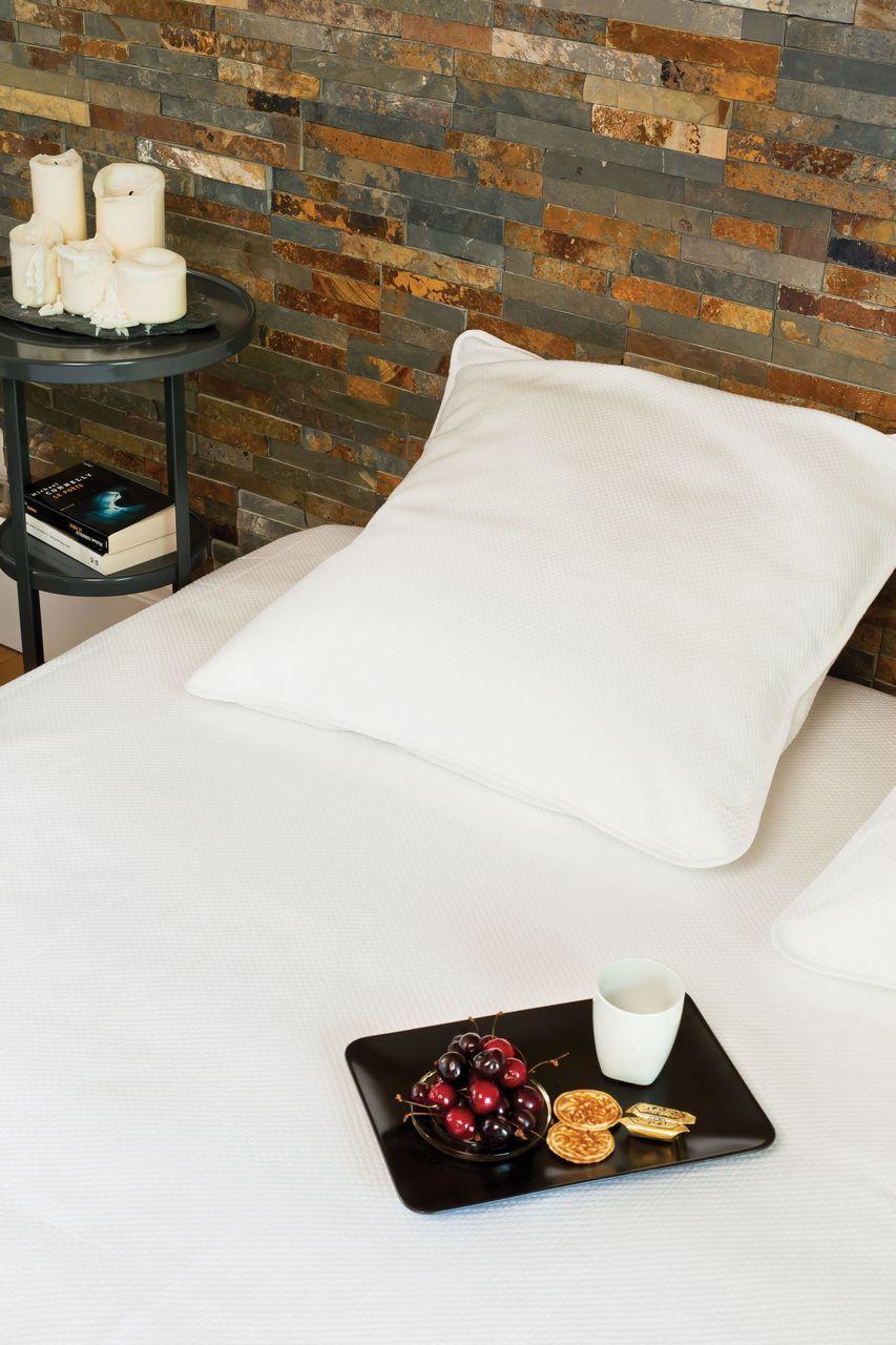Dessus de lit p rigord blanc quadrill piqu de coton 270x250 - Dessus de lit pique de coton ...
