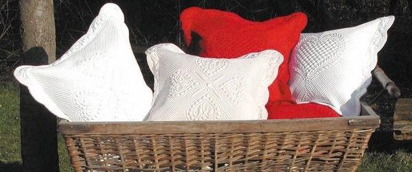 housse de coussin boutis blanc 1 d coration. Black Bedroom Furniture Sets. Home Design Ideas