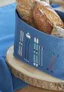 Corbeille à pain Lunch Time bleu brodé skis rétro coton chambray 14x20x14 - Sylvie Thiriez
