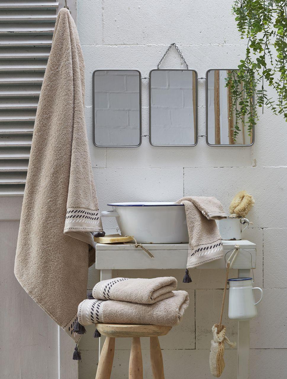 drap de bain ponge nuit berb re d sert pompons coton 100x150. Black Bedroom Furniture Sets. Home Design Ideas