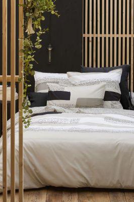 drap housse babel percale pois irr guliers noirs 140x190 linge de maison. Black Bedroom Furniture Sets. Home Design Ideas