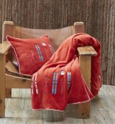 Housse de coussin polaire velours brodé skis Lunch time rouge 45x45 - Sylvie Thiriez