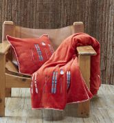 Plaid polaire velours broderies skis Lunch time rouge doudoune 150x150 - Sylvie Thiriez
