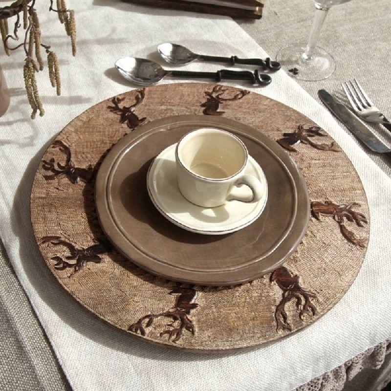 assiette de pr sentation bois brul scupt e t te de cerfs 34 art de la table. Black Bedroom Furniture Sets. Home Design Ideas