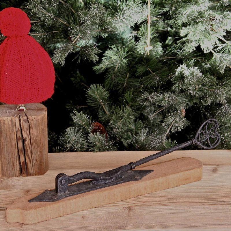 casse noix bois et m tal les sculpteurs du lac. Black Bedroom Furniture Sets. Home Design Ideas