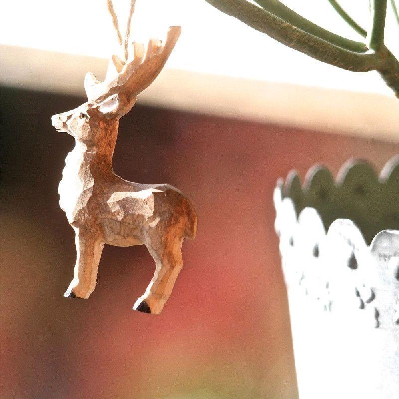 d coration bois sculpt petit cerf suspendre les. Black Bedroom Furniture Sets. Home Design Ideas