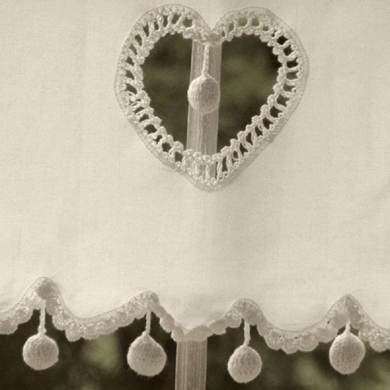 Rideau Coeur : Rideau brise bise écru coeur pompons décoration