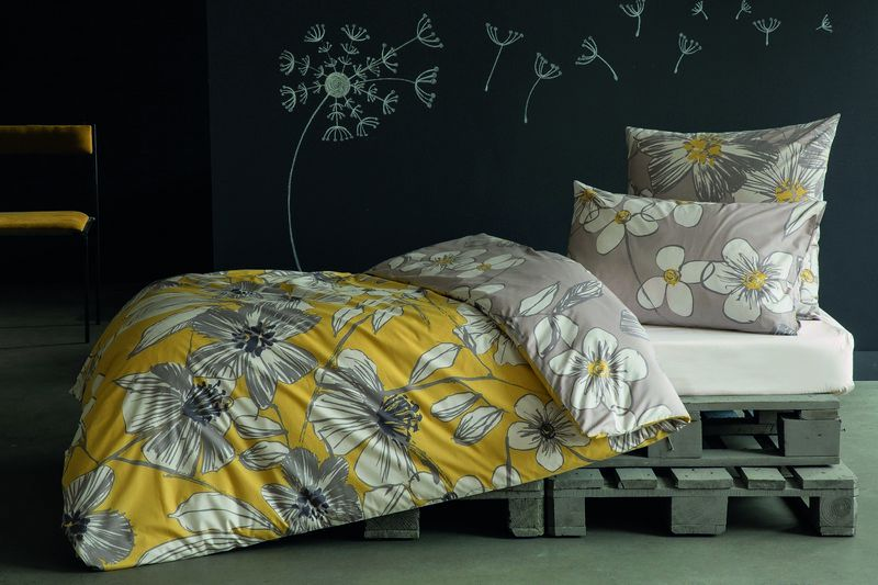 housse de couette inspiration hibiscus jaune 140x200 linge de maison. Black Bedroom Furniture Sets. Home Design Ideas