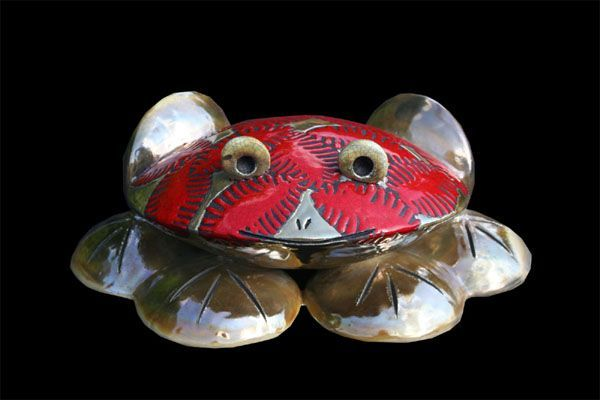 Bibelot grenouille rouge feuilles 15 cm for Bibelot design rouge