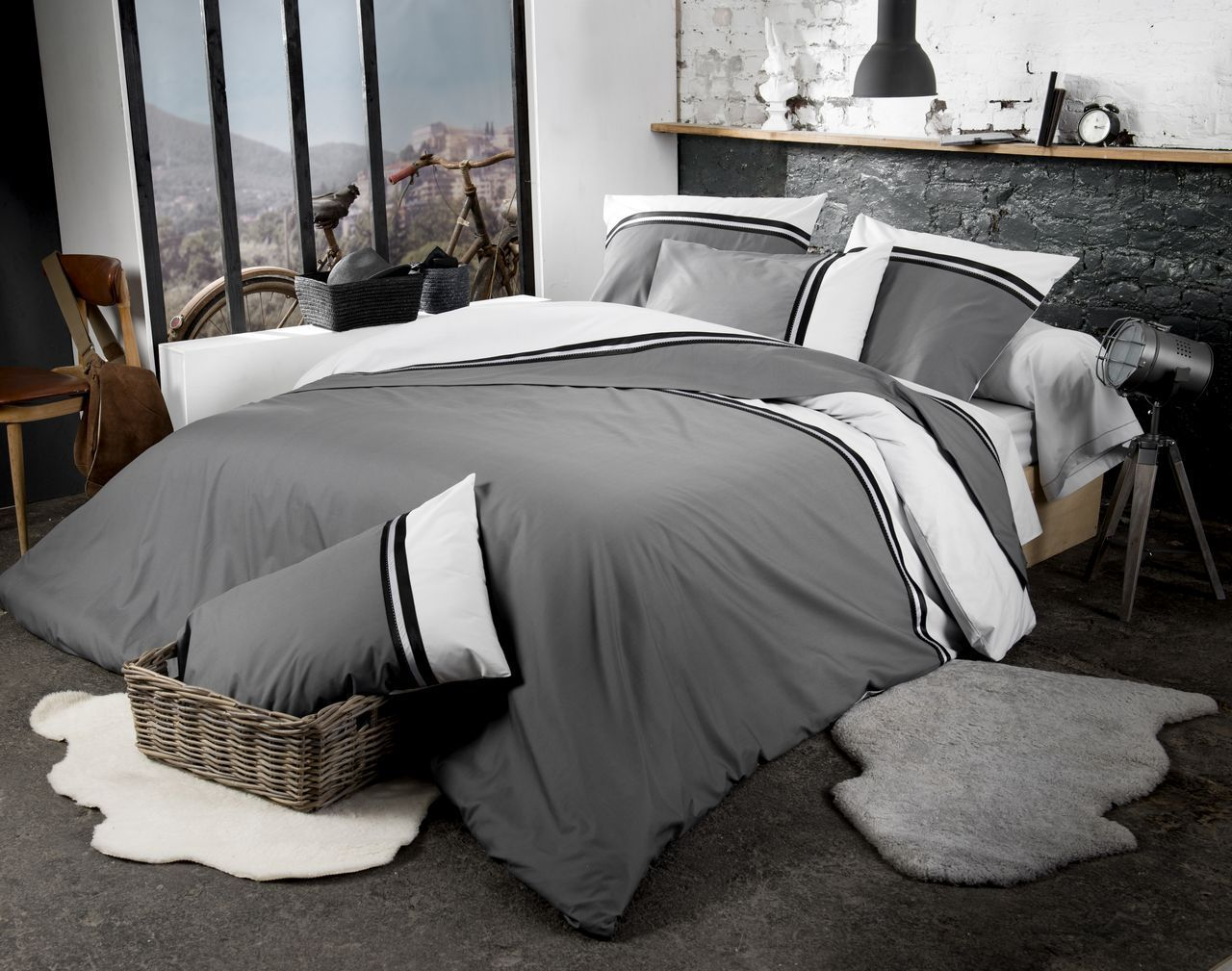 parure de lit smoking percale blanc gris galon satin noir. Black Bedroom Furniture Sets. Home Design Ideas