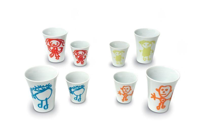 set de 4 tasses caf porcelaine les bonhommes multicolores. Black Bedroom Furniture Sets. Home Design Ideas