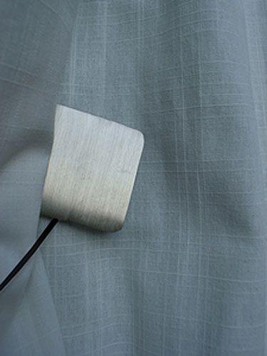 embrasse de rideau aimant e n lio m tal argent bross d coration. Black Bedroom Furniture Sets. Home Design Ideas